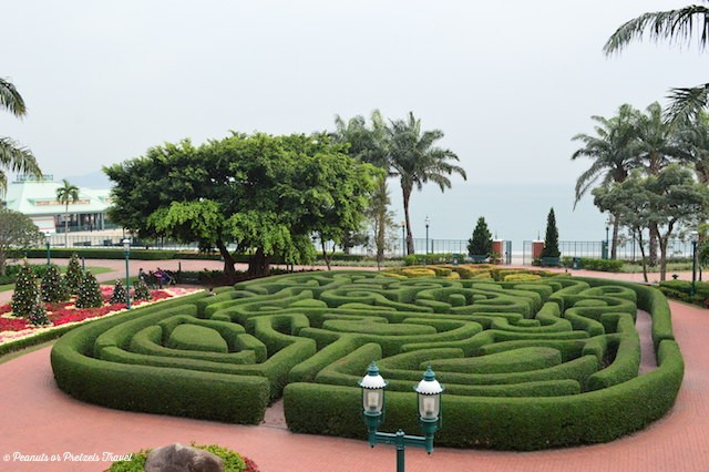 HK Disneyland Maze